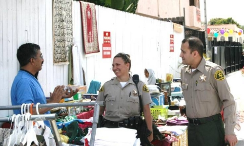 Deputies chat with street vendor